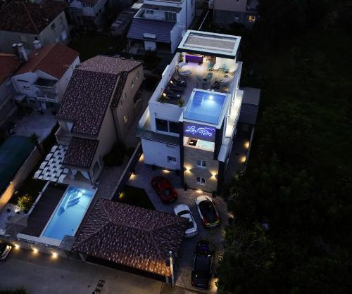 A bird's-eye view of Luxury Rooms LaVie