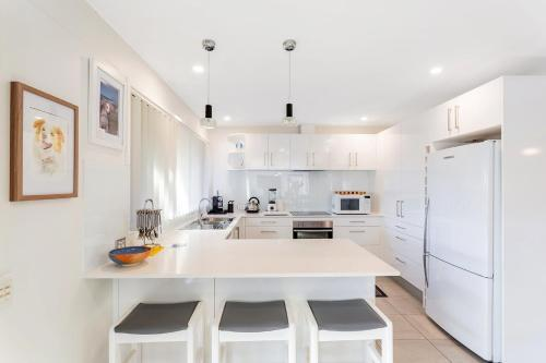 A kitchen or kitchenette at Campbell Avenue, 28