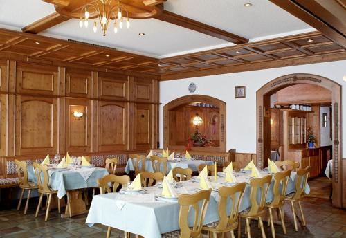Ein Restaurant oder anderes Speiselokal in der Unterkunft Zum Bräu-Toni