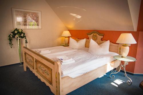 Кровать или кровати в номере Hotel & Restaurant Waldschlösschen