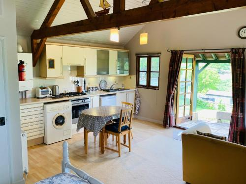 A kitchen or kitchenette at Beautiful Cottage With Stunning Views in Box