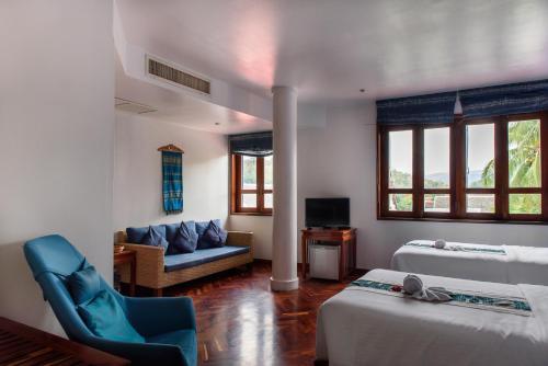 A seating area at Indigo House Hotel