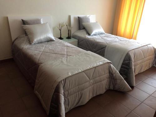 A bed or beds in a room at Palácio das Camélias