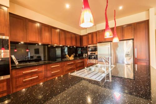 A kitchen or kitchenette at 141 Providence Drive, Bowhill
