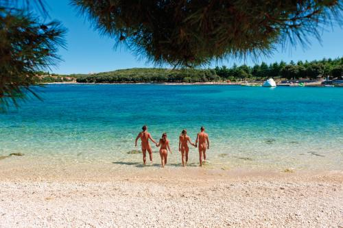 Ein Strand an oder in der Nähe des Ferienparks