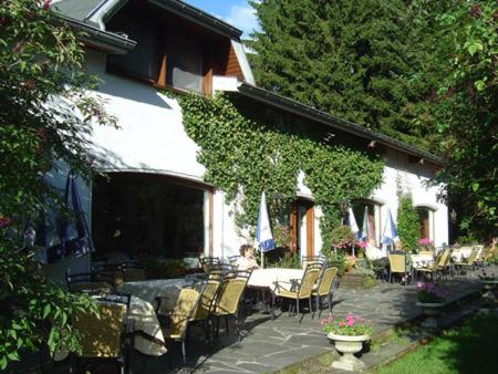 A restaurant or other place to eat at Hotel Steineweiher