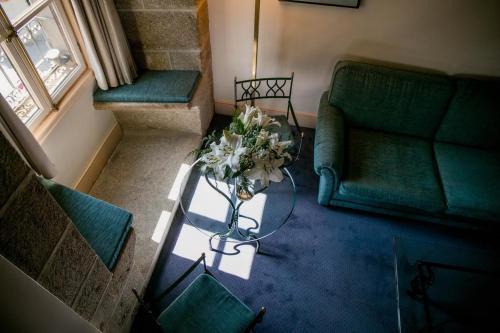 A seating area at Palacio de los Velada