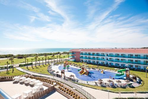 A view of the pool at Hotel Best Costa Ballena or nearby
