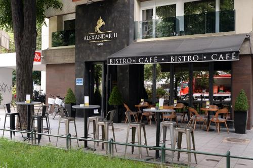 A restaurant or other place to eat at Hotel Alexandar II