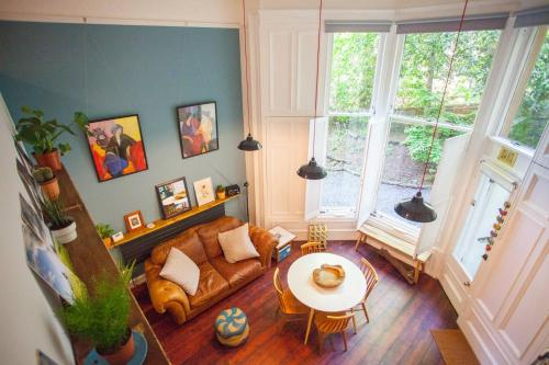 Stunning, bright property in beautiful West End