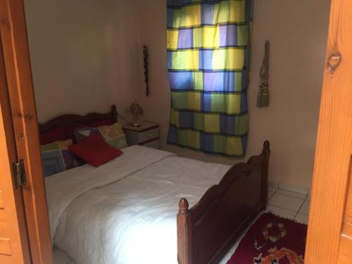 Ένα ή περισσότερα κρεβάτια σε δωμάτιο στο Riad H
