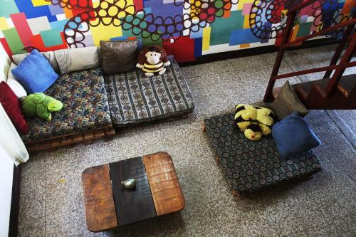 A seating area at Ciao Cacao Hostel & Vegan Cafe