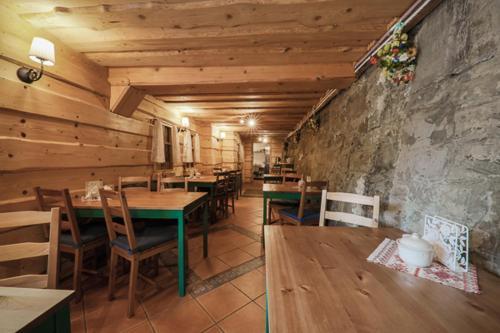 Restauracja lub miejsce do jedzenia w obiekcie Willa Szwajcaria