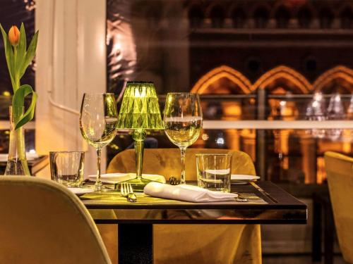 A restaurant or other place to eat at La Griffe Roma - MGallery Collection