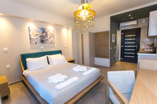 A bed or beds in a room at Moonline Maisonettes & Apartments