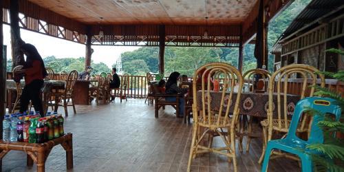 Restauracja lub miejsce do jedzenia w obiekcie Ida Guest House & Restaurant