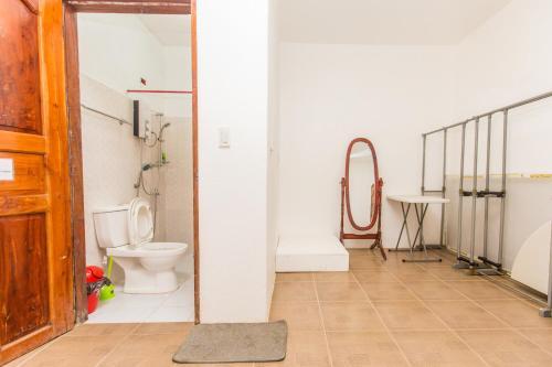 Ванная комната в Moalboal Shaka Traveler's Place