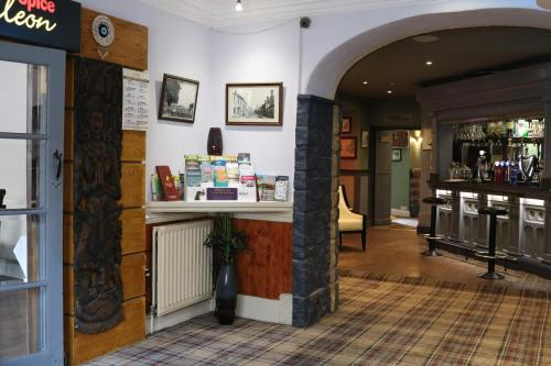The lobby or reception area at Schooner Hotel