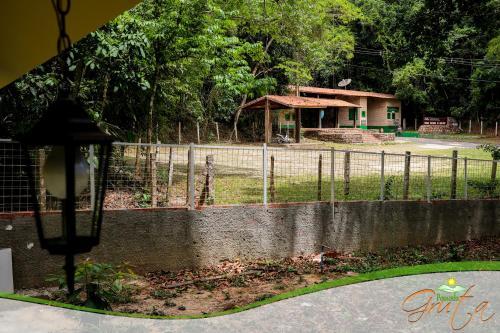 Бассейн в Pousada Gruta или поблизости
