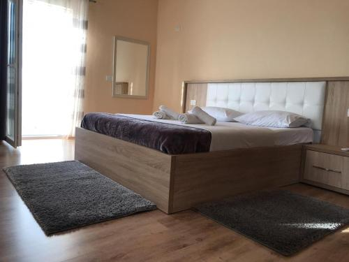 A bed or beds in a room at Hotel Floga