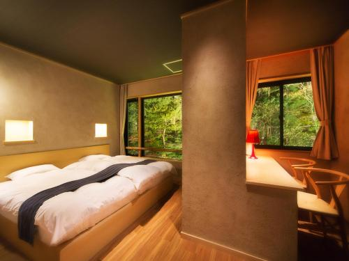 A bed or beds in a room at Shosuke-no-Yado Takinoyu