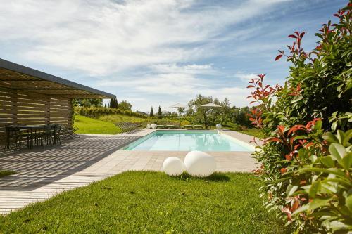 The swimming pool at or near Agriturismo l'Uva e le Stelle