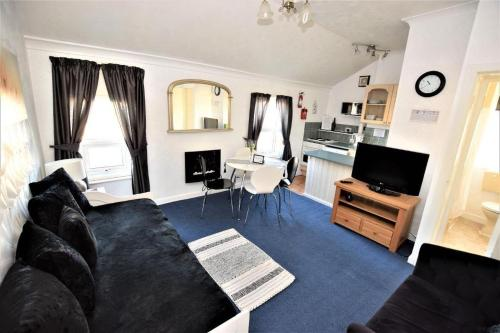 A television and/or entertainment centre at Bridle Lodge Apartments