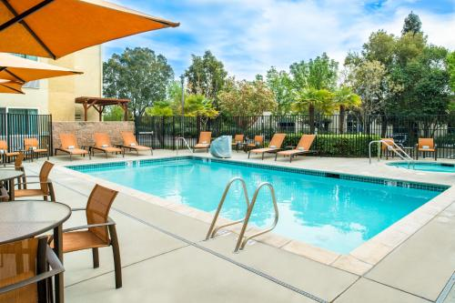 The swimming pool at or near Courtyard by Marriott Sacramento Cal Expo