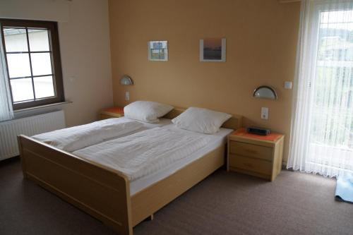 A bed or beds in a room at Pension Loni Theisen