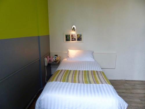 Un ou plusieurs lits dans un hébergement de l'établissement Hôtel de la Croix-Rousse
