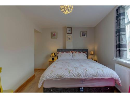Bright, colourful & charming apt for 4, Manchester