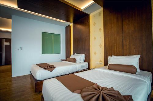 A bed or beds in a room at Phi Phi Cliff Beach Resort