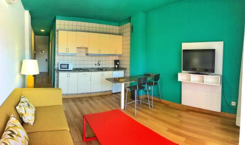 A kitchen or kitchenette at Hotel Ritual Maspalomas - Adults Only