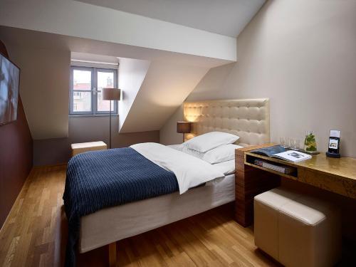 מיטה או מיטות בחדר ב-The ICON Hotel & Lounge