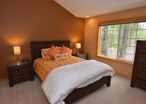 A bed or beds in a room at 12 White Alder Lane