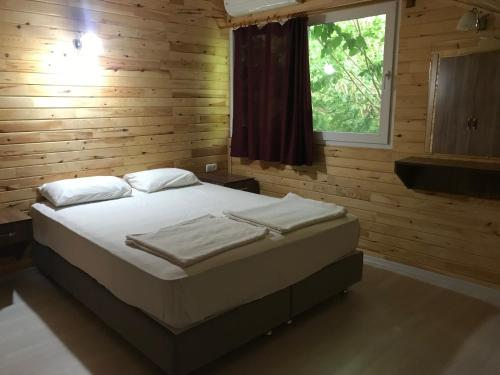 A bed or beds in a room at Yildiz Pension Bungalows
