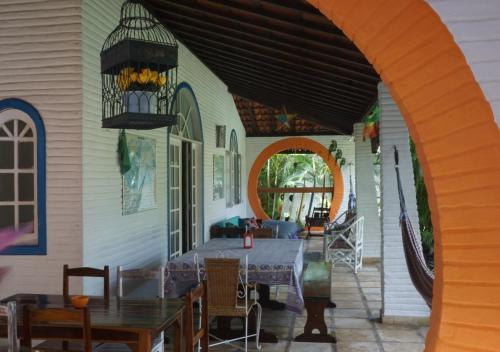 A restaurant or other place to eat at Bada Hostel & Kite School Cumbuco