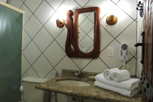 A bathroom at Chalé do Bosque