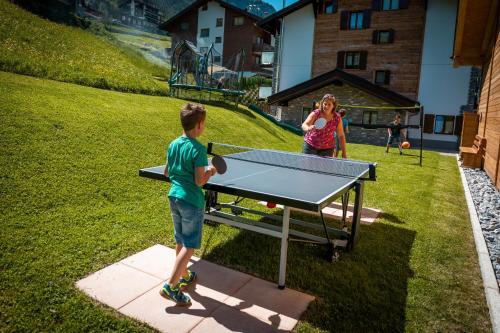 Tischtennis in der Unterkunft B&B AZapartments Lunic oder in der Nähe