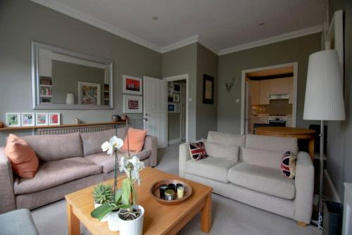 2 Bedroom Flat Near Camden Square