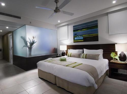 A bed or beds in a room at Pullman Port Douglas Sea Temple Resort and Spa