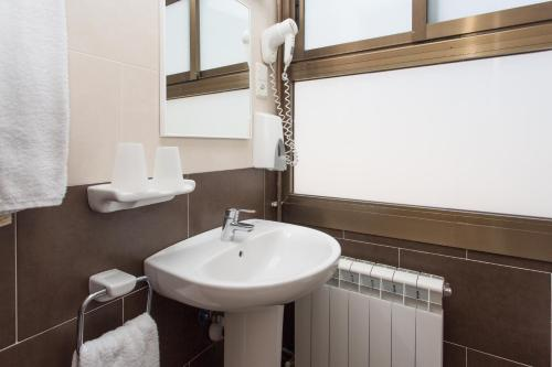 A bathroom at Hostal Sans