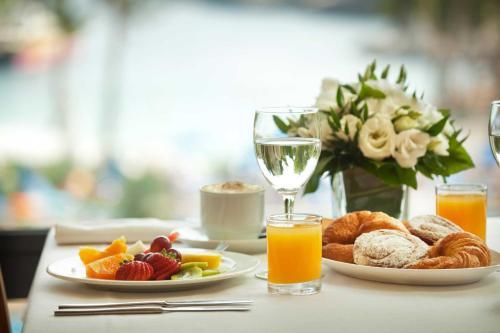 Opcje śniadaniowe w obiekcie Inturotel Esmeralda Villas