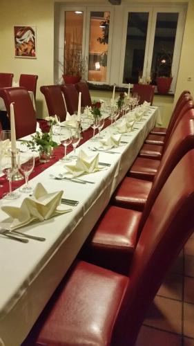 Ein Restaurant oder anderes Speiselokal in der Unterkunft Forst´s Landhaus
