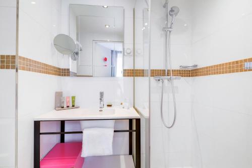Ванная комната в Hôtel Augustin - Astotel