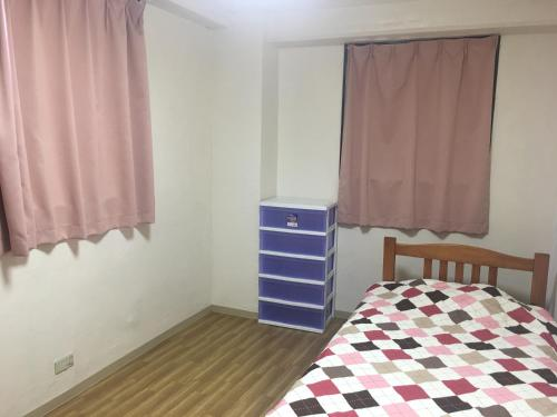 A bed or beds in a room at Guest House Fukutomi - Female Only