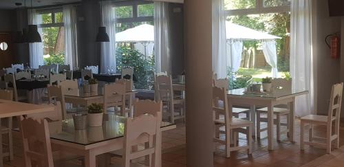 A restaurant or other place to eat at Hotel Balneario De Alceda