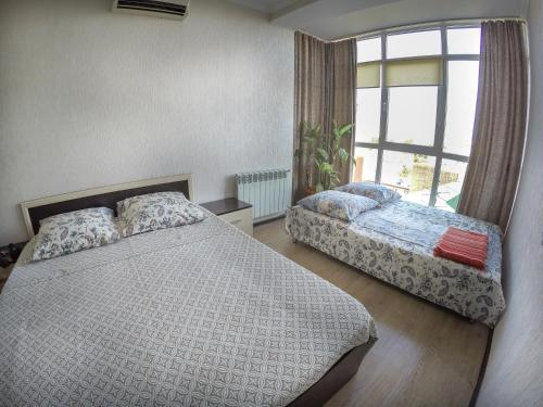 A bed or beds in a room at Квартира на Крымской