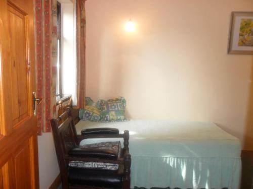 A bed or beds in a room at Glen House Bed & Breakfast