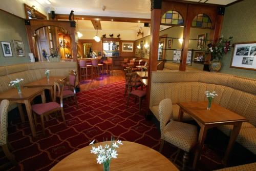 A restaurant or other place to eat at Tayside Hotel